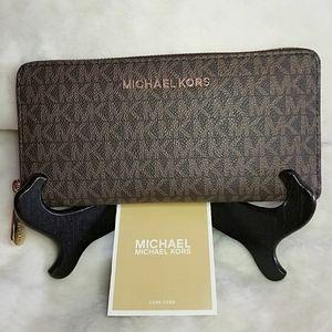Michael Kors Jet Set Zippered Wallet